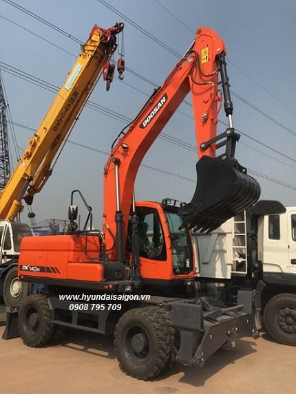 Máy xúc đào bánh lốp Doosan DX140w gàu 05