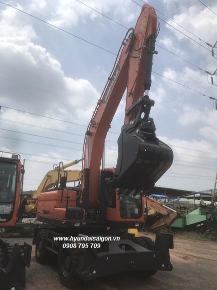 Máy xúc đào bánh lốp Doosan DX190w gàu 1 khối