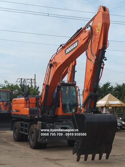 Máy xúc đào bánh lốp Doosan DX210 WA gàu 1.2 khối