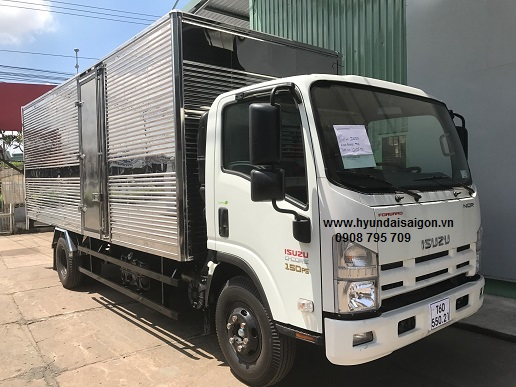 Xe tải 5,5 tấn Isuzu NQR75L thùng kín bững nâng