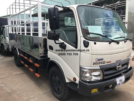Xe tải Hino 5 tấn thùng bững nâng